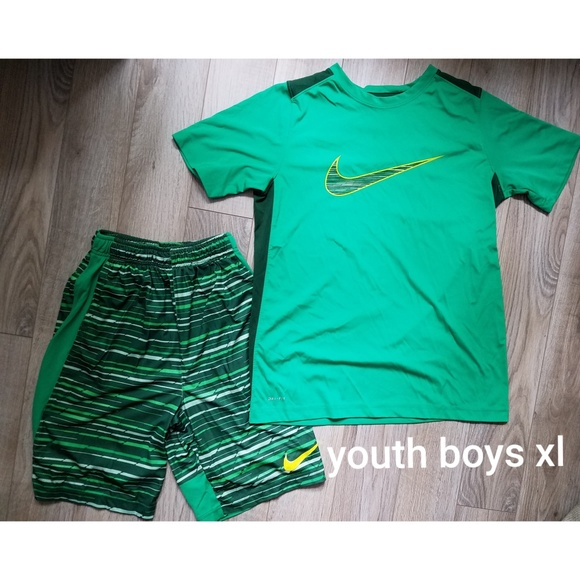 50473cb6ad5f Youth boys xl nike set. M 5bba2cfd12cd4a5c7928dffd